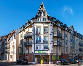 Ibis Styles Deauville Centre - Deauville - Building