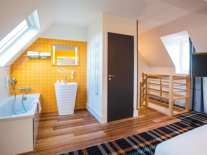 Ibis Styles Deauville Centre - Deauville - Bathroom