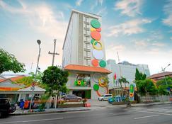 泗水迪波內戈羅 POP 酒店 - 泗水 - 泗水