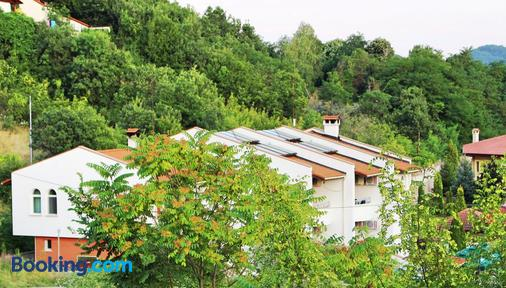 Family Hotel St. Konstantin - Kardzhali - Outdoors view