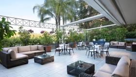 Courtyard by Marriott Rome Central Park - Rome - Patio