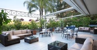 Courtyard by Marriott Rome Central Park - Rooma - Patio