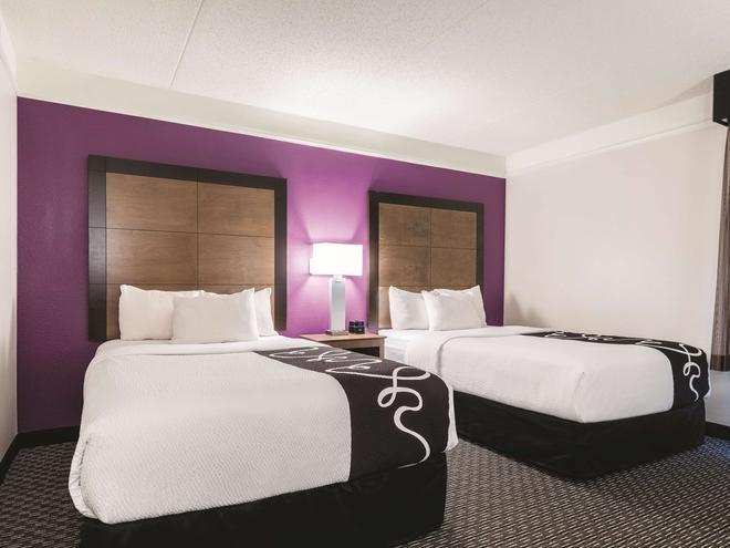 La Quinta Inn & Suites by Wyndham Alexandria Airport - Alexandria - Habitación