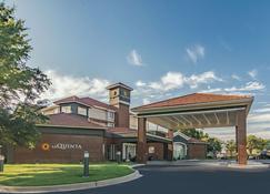 La Quinta Inn & Suites by Wyndham Alexandria Airport - Alexandria - Rakennus