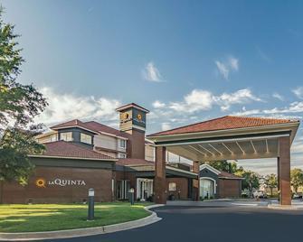 La Quinta Inn & Suites by Wyndham Alexandria Airport - Александрия - Здание