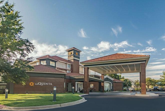 La Quinta Inn & Suites by Wyndham Alexandria Airport - Alexandria - Edificio