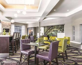 La Quinta Inn & Suites by Wyndham Alexandria Airport - Alexandria - Restaurant