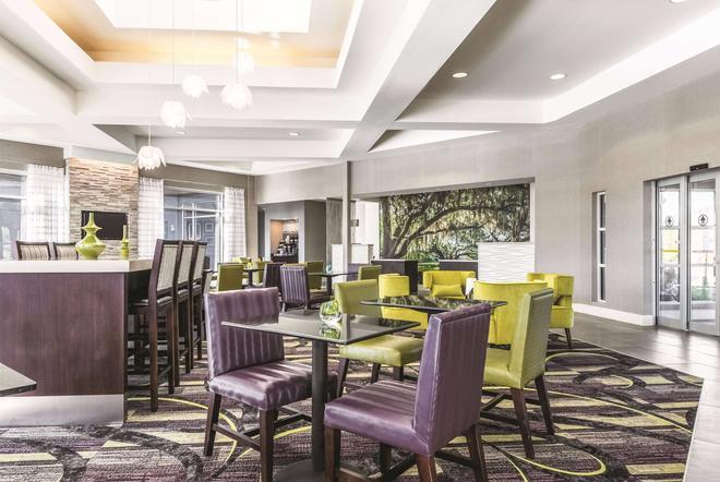 La Quinta Inn & Suites by Wyndham Alexandria Airport - Alexandria - Restaurante