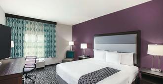 La Quinta Inn & Suites by Wyndham McAllen La Plaza Mall - מק'אלן - חדר שינה