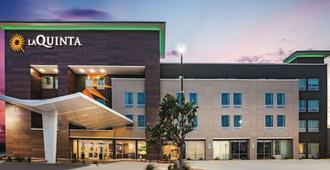 La Quinta Inn & Suites by Wyndham McAllen La Plaza Mall - McAllen - Building