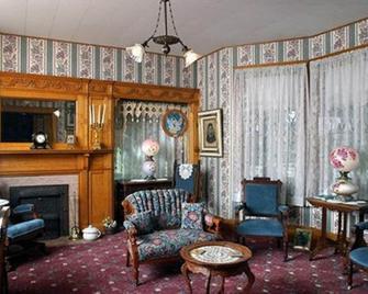 Oakenwald Terrace - Chatfield - Living room