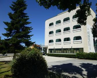 Hotel Romanisio - Fossano - Gebäude