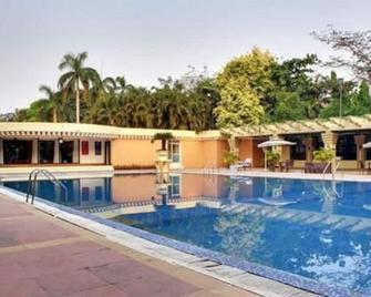 Hotel Swosti Premium - Bhubaneshwar - Pool