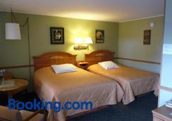 Country Villa Motel And Country Camping - Chippewa Falls - Bedroom