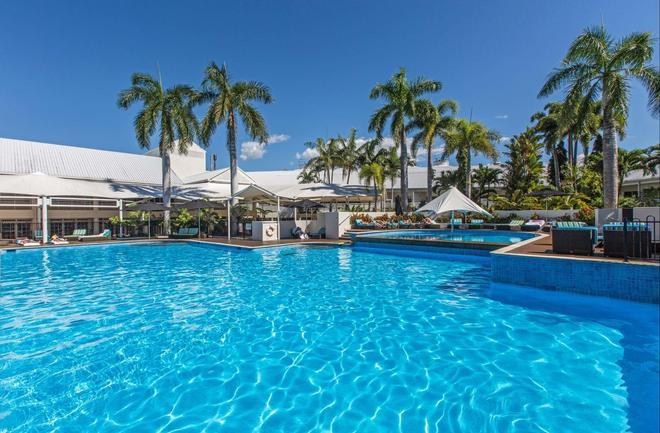 凱恩斯香格里拉大酒店 - 凱恩斯 - 游泳池