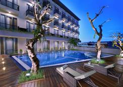 Aston Inn Mataram - Mataram - Pool
