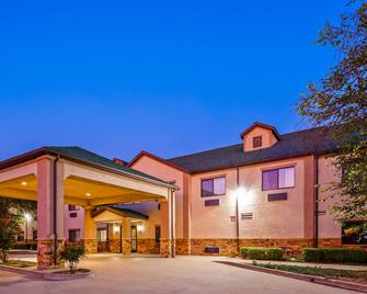 SureStay Plus Hotel by Best Western Coffeyville - Coffeyville - Building