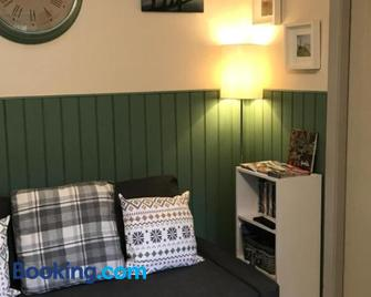 Apartment/Flat 3 - Menai Bridge - Living room