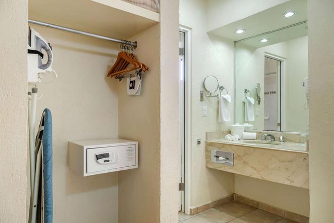 Comfort Inn Tampico En 54 7 1 Tampico Hoteles Kayak