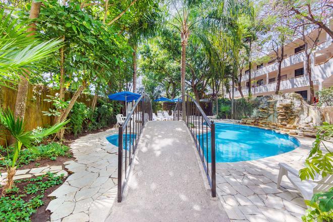Comfort Inn Tampico - Tampico - Pool