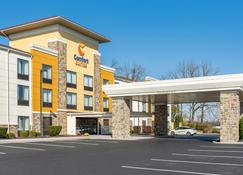 Comfort Suites Amish Country - Lancaster - Building