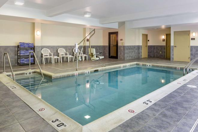 Comfort Suites Amish Country - Lancaster - Pool