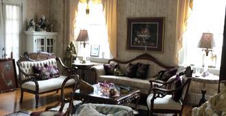 Angie's B&B - Wilmington - Living room