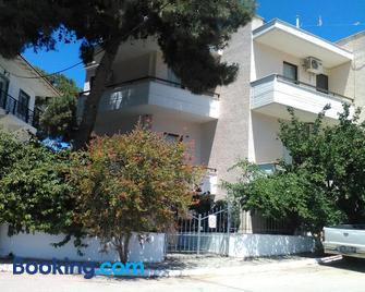 Aparthotel Iliahtides - Amárynthos - Building