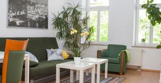 2 Rooms Apartment, Kitchen, Bathroom, Balcony, Elevator, Cable Tv, Wifi - Near Zoo, Downtown - Leipzig - Stue