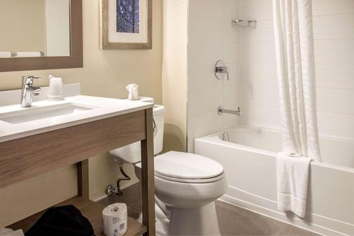 Comfort Inn Aeroport - Dorval - Bathroom