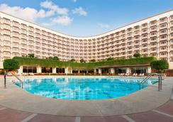 泰姬陵宮酒店 - 新德里 - 新德里 - 游泳池