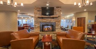 Holiday Inn Express Hotel & Suites Pittsburgh Airport, An IHG Hotel - Pittsburgh - Lounge