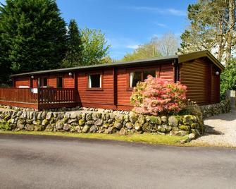 Luxury log cabin holiday rental set in beautiful, private deveopment - Dalbeattie