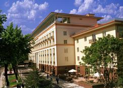 Lotte City Hotel Tashkent Palace - Taskent - Edificio