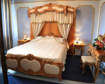 Hotel Kreta - Galaţi - Bedroom