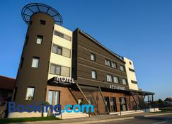 Hotel Ideo Lux - Niš - Byggnad