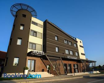 Ideo Lux Hotel Nis - Niš - Edificio
