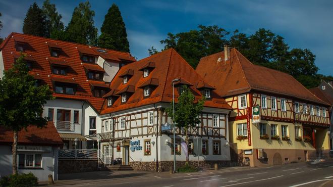 Hotel Bär Sinsheim - Sinsheim - Building