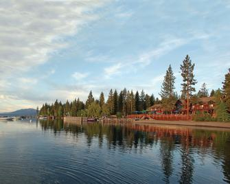 Sunnyside Restaurant & Lodge - Tahoe City - Outdoors view