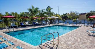 Days Inn by Wyndham Sarasota Bay - Sarasota - Pool