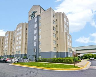 Homewood Suites by Hilton Dulles International Airport - Herndon - Building
