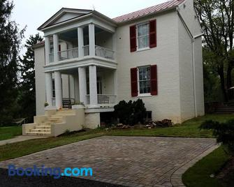 Mountain Home Bed & Breakfast - Front Royal - Building