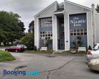 The Niantic Inn - Niantic - Building