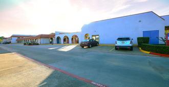 Motel 6 Longview - North - Longview - Building