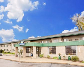 Days Inn by Wyndham Winona - Winona - Gebouw