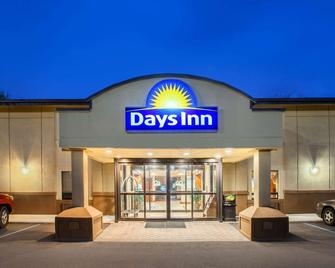 Days Inn by Wyndham Iselin / Woodbridge - Iselin - Gebäude