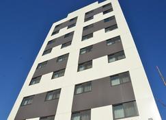 Lic Plaza Hotel - Queens - Edificio