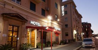 Hotel Tirreno - Génova - Edificio