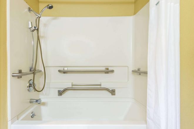 Super 8 by Wyndham Trinidad - Trinidad - Salle de bain