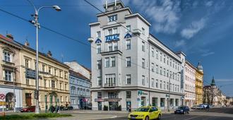 Hotel Palác - אולומוץ - בניין